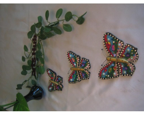 AH-777-WB-009     Wooden Buttefly Brooch painted and used beads